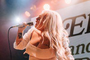 Photos: Elle King – Warsaw